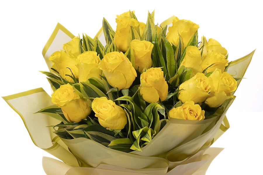 VALLETTA- Sunshine Yellow Roses Bouquets