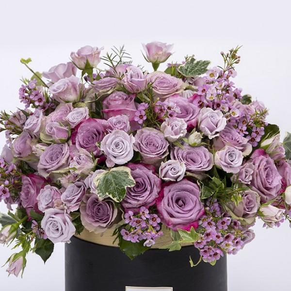RIGA- Elegant Mix Flowers in a Box